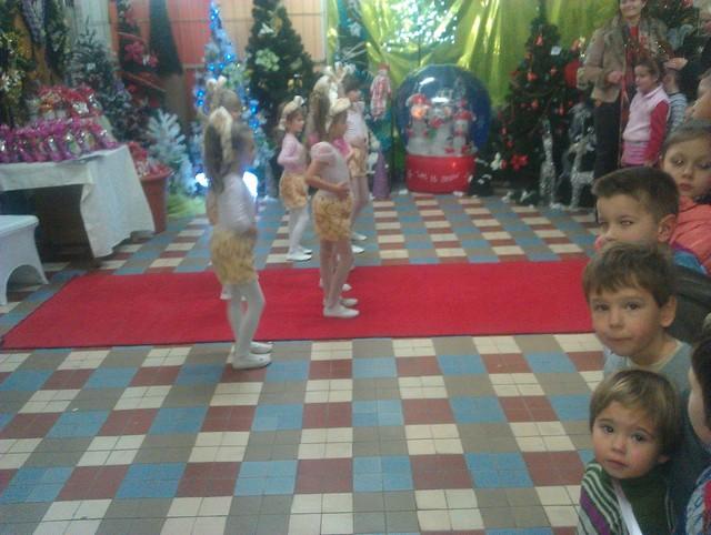 Tanečníčky vítajú Mikuláša